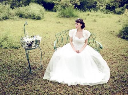 Làm sao để cách điệu chiếc áo cưới?