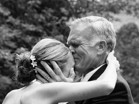 Nỗi lòng cô dâu lấy chồng xa: Không chỉ có niềm vui