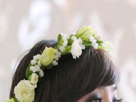 Tóc cưới với hoa tươi lung linh