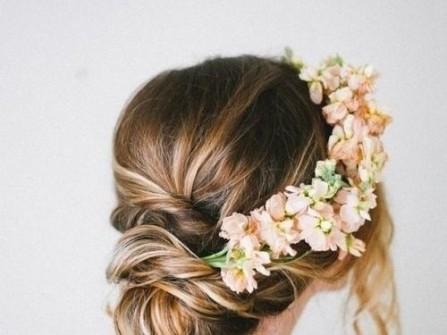 Cách chọn kiểu tóc theo phong cách đám cưới