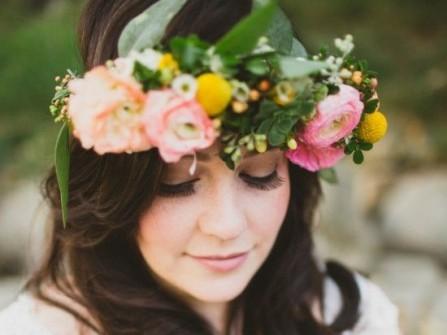 Cài hoa cho tóc cưới