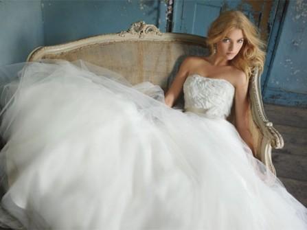 Áo cưới cho cô dâu có vòng 3 khiêm tốn