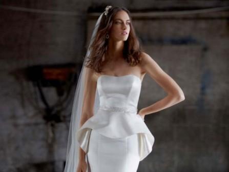 Áo cưới peplum che khuyết điểm