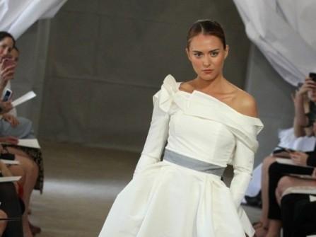 Xinh xắn áo cưới với nơ