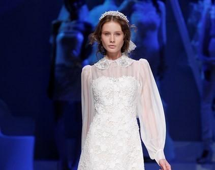 Áo cưới tay dài cổ điển