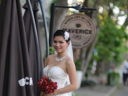 Tuyệt chiêu chọn áo cưới cho tiệc ngoài trời