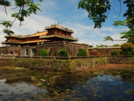 Mơ mộng trăng mật xứ Huế