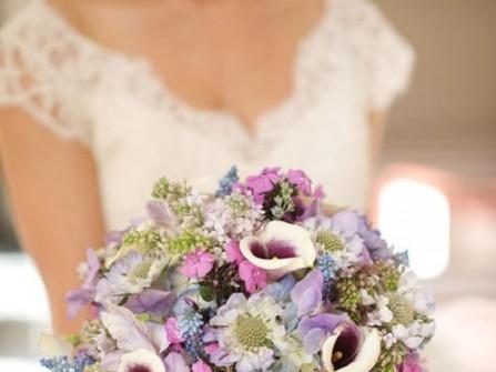 Hoa cưới cầm tay phong cách đồng nội