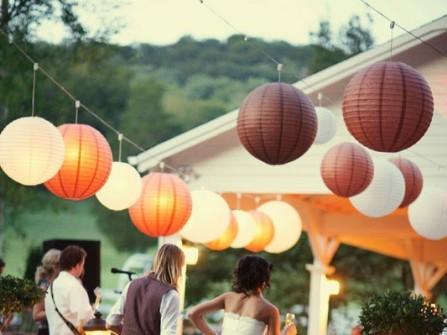 Trang trí đám cưới lung linh với đèn lồng
