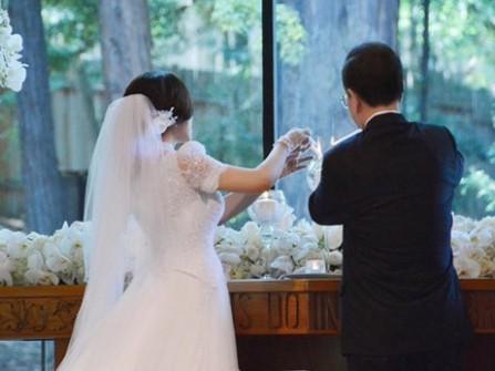 Cô dâu Lưu Hiểu Khánh đẹp rạng rỡ ở tuổi 62
