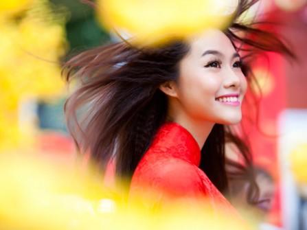 Á hậu Linh Chi đằm thắm trong áo dài cô dâu