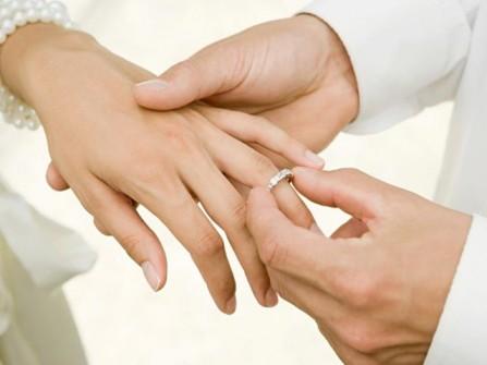 Nhẫn đính hôn cho chàng