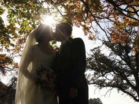 Bí ẩn mùi hương quyến rũ của cô dâu mùa thu