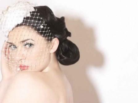 Mũ hoàng gia cho tóc cô dâu thêm nổi bật