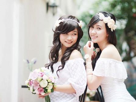 Cô dâu đẹp dịu dàng với băng đô cài tóc