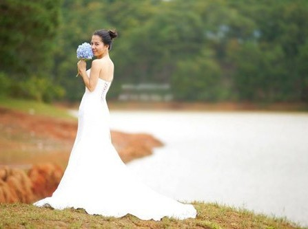 Chọn một chiếc áo cưới đuôi cá thật đẹp