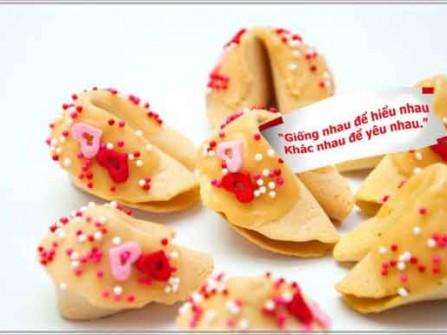 Bánh may mắn trang trí với kẹo đường