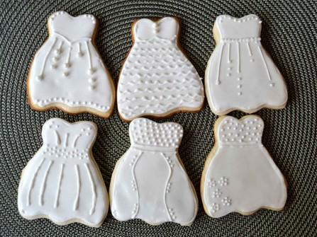 Quà cảm ơn khách mời: Bánh cookie hình váy cưới