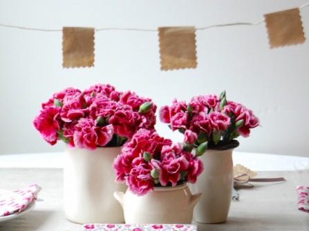 Hoa trang trí bàn tiệc cưới màu hồng
