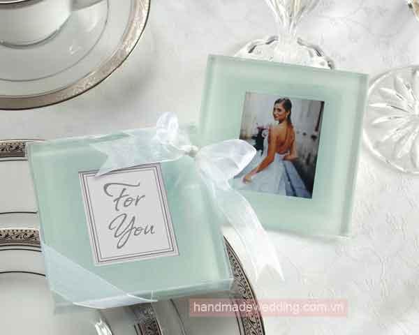 Quà cưới tặng khách - lót ly thủy tinh màu trắng đục