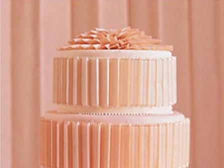Bánh cưới màu hồng cam