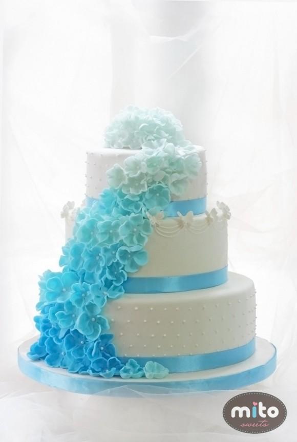 Bánh cưới màu xanh biển tươi mát