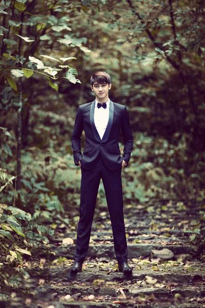 Vest cưới đen với màu xanh cổ vịt