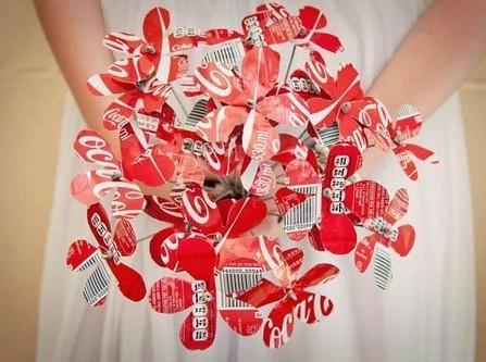 Hoa cưới cầm tay độc đáo làm từ vỏ lon Coca