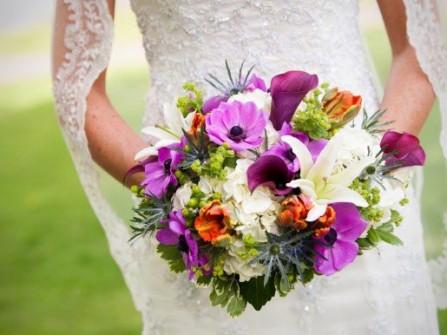 Hoa cưới cầm tay màu tím số 1