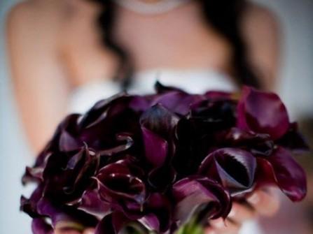 Hoa cưới cầm tay màu tím số 13