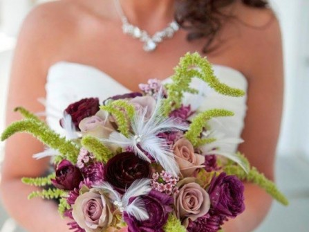 hoa cưới cầm tay màu tím 20