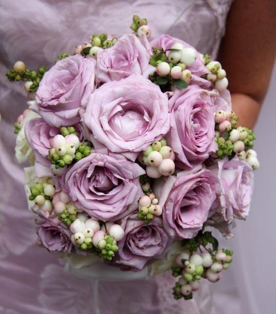Hoa cưới cầm tay màu tím số 14