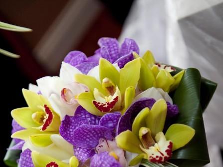 Hoa cưới cầm tay màu tím 17