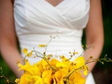 Hoa cưới cầm tay màu vàng 20