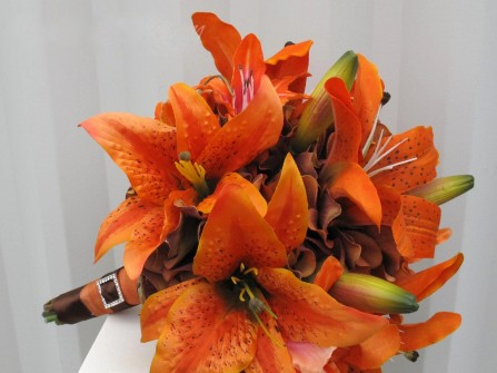 Hoa cưới cầm tay kết hợp với hoa lily