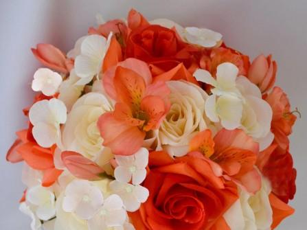 Hoa cưới cầm tay màu cam kết từ hoa anh thảo
