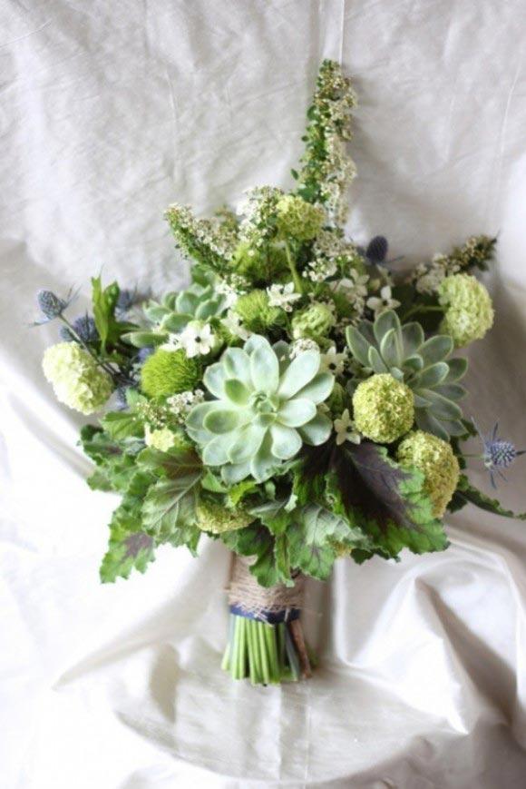 Hoa cưới cầm tay màu xanh lá kết từ hoa cúc