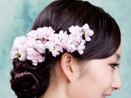 Tóc cưới búi thấp cài hoa