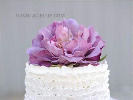 Bánh cưới ombre xếp tầng màu tím