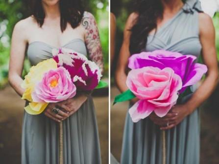 Hoa cưới cầm tay làm từ hoa hồng giấy khổng lồ