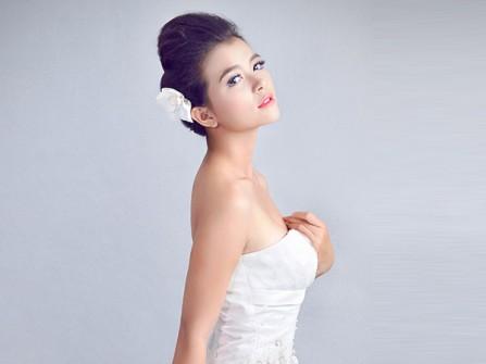 Chọn phấn nền khi trang điểm cô dâu