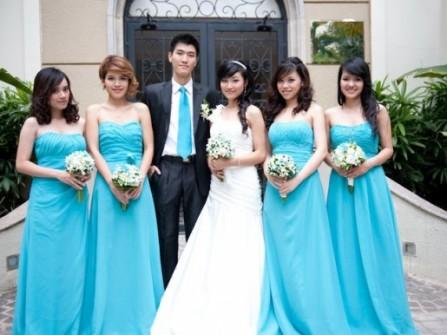 Váy phụ dâu dài màu xanh biển nhạt