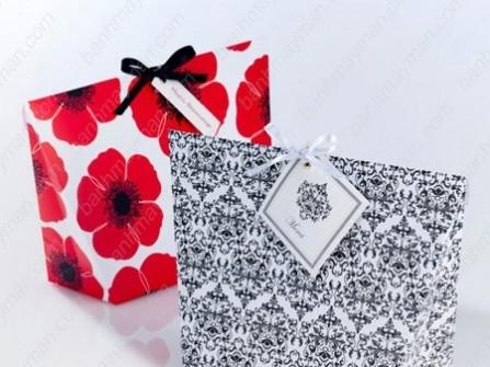 Hộp quà cưới hoa văn đen trắng đỏ