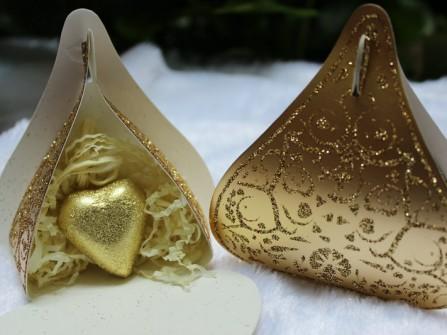Hộp quà cưới màu vàng ánh kim sang trọng