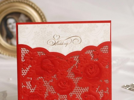 Thiệp cưới đẹp màu đỏ phong cách ren nổi