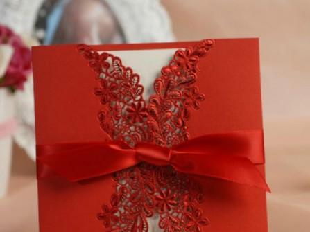 Thiệp cưới đẹp màu đỏ viền ánh nhũ