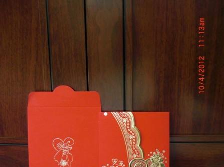 Thiệp cưới đẹp màu đỏ, dạng gấp ngang viền ánh nhũ