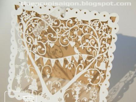 Thiệp cưới đẹp màu trắng, hoa văn cắt cầu kỳ