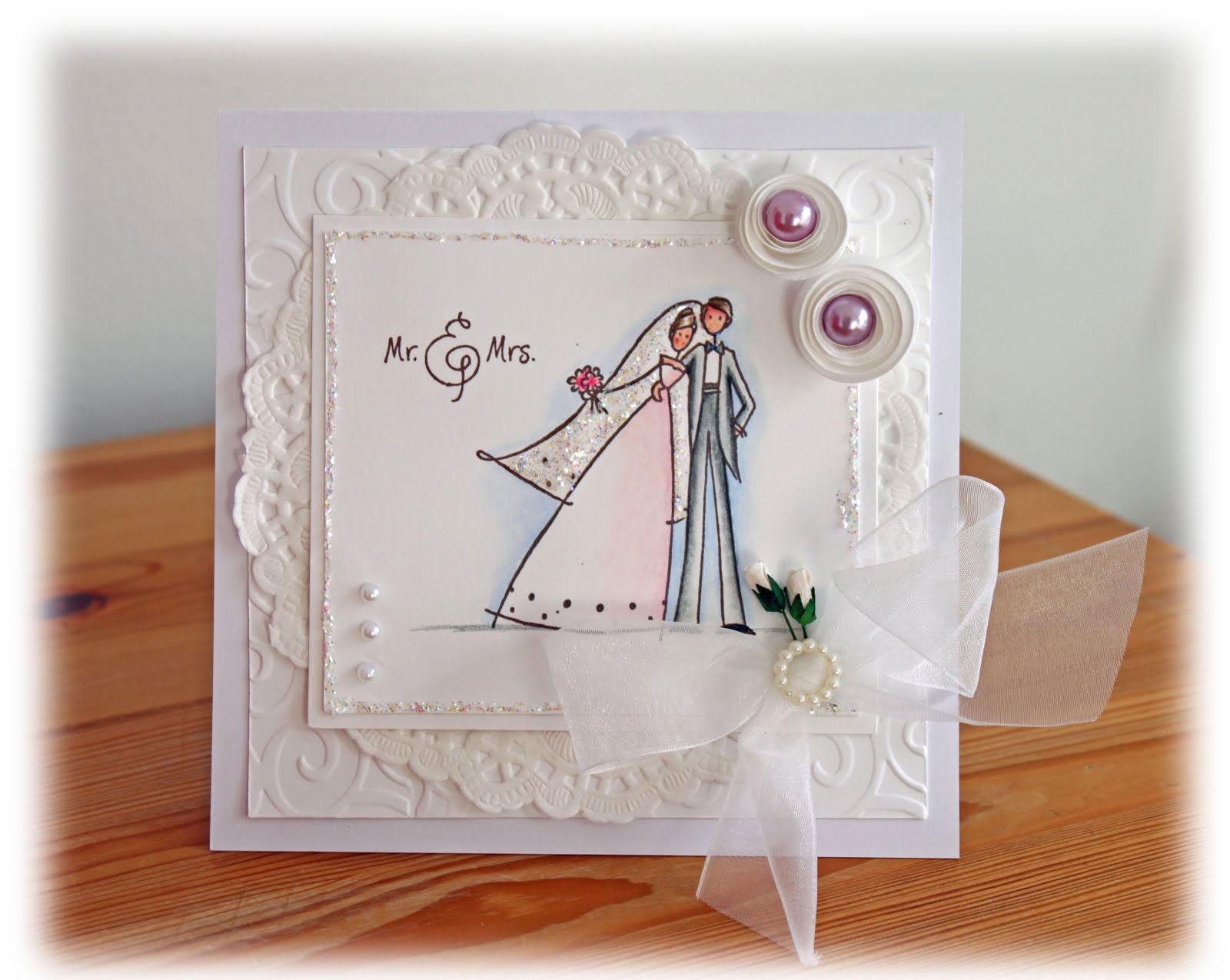 Thiệp cưới đẹp màu trắng hoa văn nổi cầu kỳ