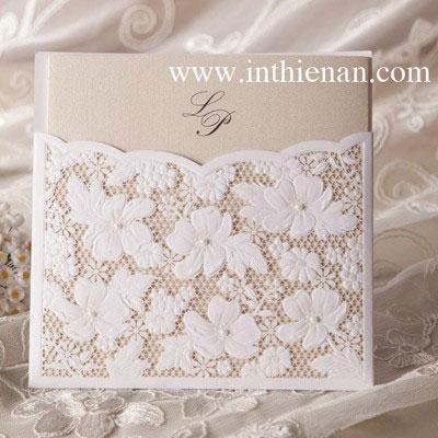 Thiệp cưới đẹp ren nổi màu trắng